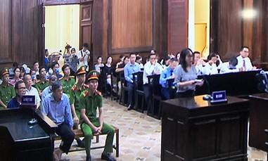 Bị cáo Thúy nói về việc mở thẻ tín dụng cho ông Nguyễn Thành Tài đi chữa bệnh ở Singapore