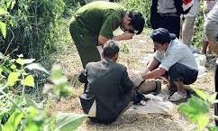 Nghịch tử dùng búa sát hại cha rồi ra vườn cố thủ khi Công an vây bắt