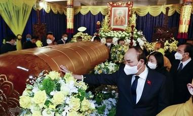 Chủ tịch nước viếng Đại lão Hòa thượng Thích Phổ Tuệ