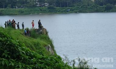 3 thanh niên rủ nhau bơi thi để quay video, 1 người chết đuối