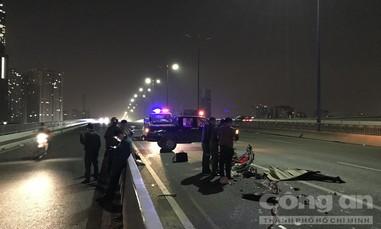Thêm một người chết thảm khi xe máy chạy vào làn ôtô ở cầu Sài Gòn