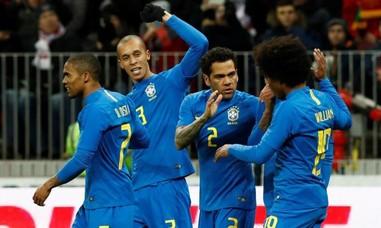 Brazil thể hiện sức mạnh trên đất Nga