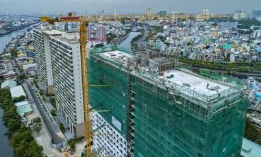 Bức tường xanh khổng lồ giữa lòng Sài Gòn