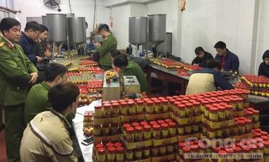 Đột kích cơ sở sản xuất sa tế nhái thươnghiệu quy mô lớn