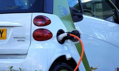 Ô tô điện sẽ mất một thập kỷ để 'soán ngôi' xe dùng xăng dầu