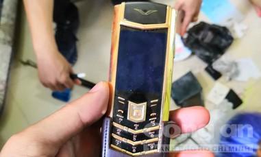 Vào chùa trộm điện thoại Vertu trị giá 42.000 USD của khách đi lễ Phật