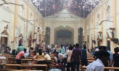 Đánh bom liều chết hàng loạt nhà thờ, khách sạn, hơn 156 người chết