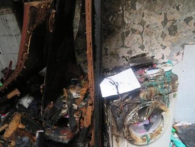 Chiếc máy giặt cũ bị chập điện cháy biến dạng vào tháng 8-2018