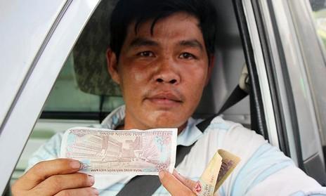Tài xế đồng loạt trả 2 ngàn đồng vì chỉ đi 300 mét đường