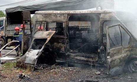 Xe khách cháy rụi khi đang chạy, 3 người thương vong