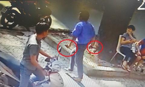 Tài xế xe buýt cầm dao đâm người trên phố Sài Gòn