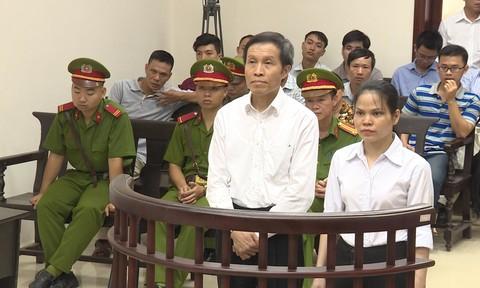 Khôi hài màn biểu diễn của các rận chủ trước phiên tòa xử Cấn Thị Thêu và Nguyễn Hữu Vinh