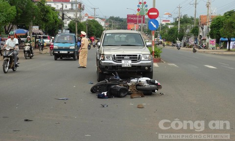Nhậu say qua đường bất cẩn, hai người bị thương nặng