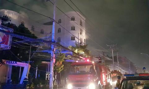 Cháy quán karaoke ở TP.HCM, 7 người mắc kẹt