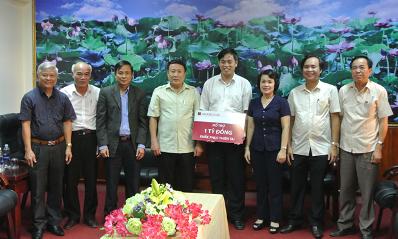 Agribank ủng hộ tỉnh Quảng Trị khắc phục thiệt hại bão lụt và an sinh xã hội