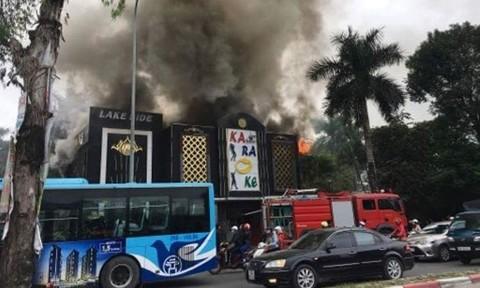 Cháy lớn tại quán karaoke, nhiều khách hoảng loạn