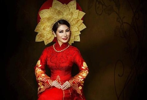 Giữa ồn ào tranh chấp vương miện, Thu Hạnh dự thi Mrs. World 2017