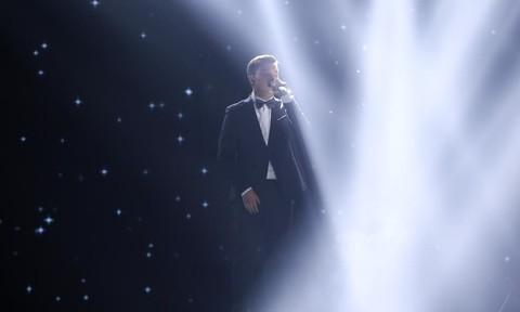 Chàng trai 18 tuổi hát 'Thành phố buồn' khiến 4 HLV tranh giành quyết liệt