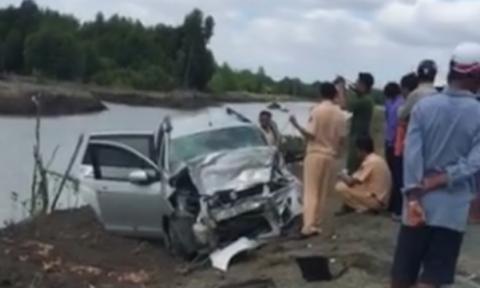 Ô tô khách tông xe 7 chỗ, 11 người thương vong