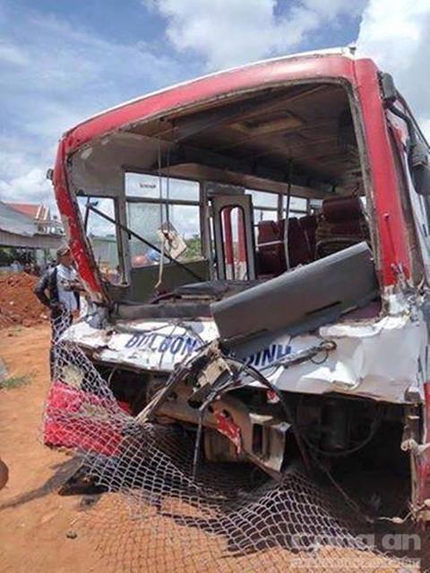 Chiếc xe khách bị tai nạn