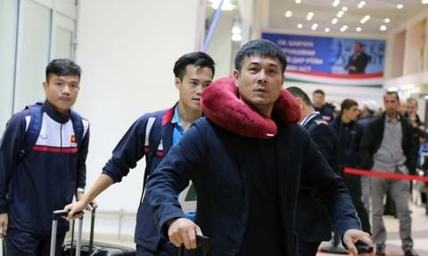 Tuyển Việt Nam đặt chân đến Dushanbe chuẩn bị cho trận đấu trước Afghanistan
