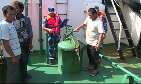 Cảnh sát biển bắt 3 tàu nước ngoài buôn lậu 1,2 triệu lít dầu