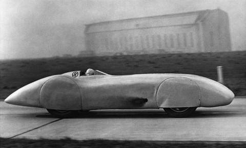 Năm 1938, Mercedes-Benz W125 đã đạt vận tốc 432,7 km/h