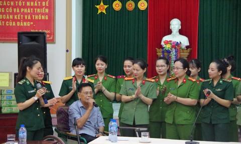 Thăm, tặng quà các thương binh tại Trung tâm điều dưỡng thương binh Nghệ An