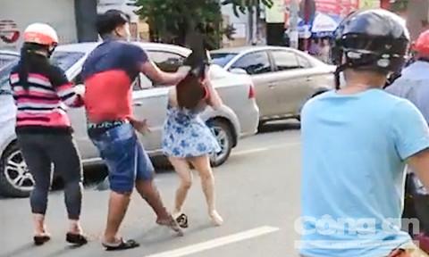 Cô gái bị nam thanh niên đập nón bảo hiểm vào đầu