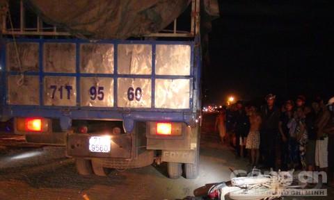 Xe tải tông xe máy, 2 người chết