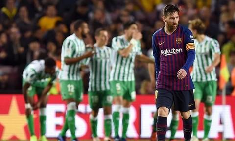 Messi lập cú đúp, Barca vẫn trắng tay trên sân Nou Camp