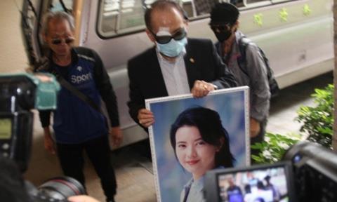 Người thân dự lễ hỏa táng diễn viên Lam Khiết Anh