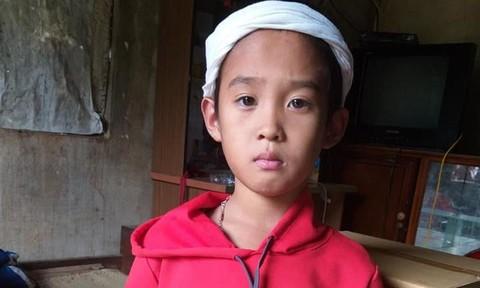 Bà ngoại mất đột ngột, bé trai 10 tuổi không nơi nương tựa