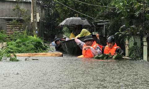Nhiều câu chuyện xúc động trong mưa lũ ở Đà Nẵng