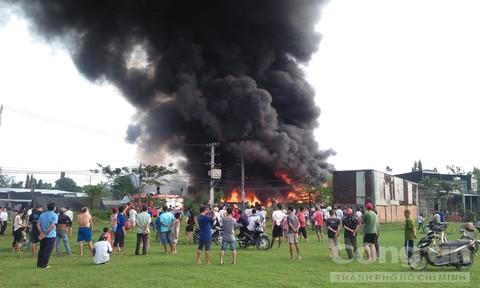 Cháy ở Sài Gòn, cột khói bốc cao hàng trăm mét