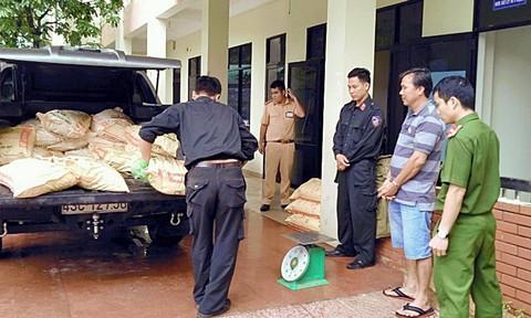 Bắt xe tải nghi vận chuyển 625kg cyanua