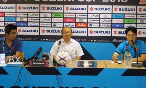 HLV Park Hang Seo tại buổi họp báo sau trận đấu