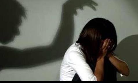 Gã hàng xóm nhiều lần dùng dao đe dọa xâm hại bé gái 11 tuổi