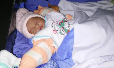 Bé gái sơ sinh bị bỏ rơi ở bệnh viện