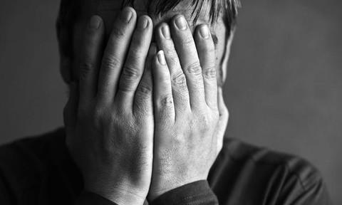 Thanh niên dọa tự tử vì xài hết tiền tiết kiệm do tưởng mình trúng số
