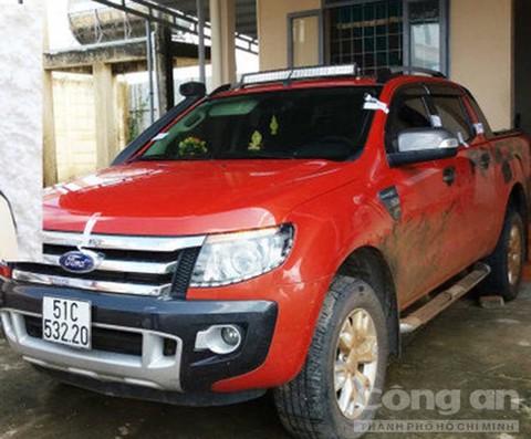 Một trong số những chiếc xe ô tô của lâm tặc bị thu giữ