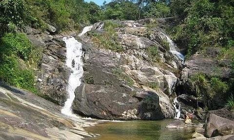 Đi tắm thác, học sinh lớp 10 đuối nước thương tâm