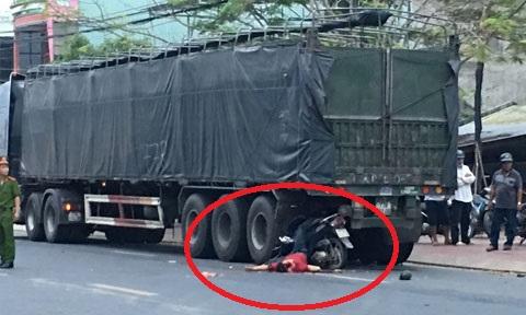 Xe máy găm thẳng vào đuôi xe đầu kéo, người đàn ông tử vong