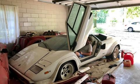 Siêu xe Lamborghini Countach hoang phế trong kho của gia đình