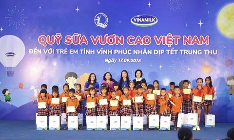 Quỹ sữa Vươn cao Việt Nam và Vinamilk đem niềm vui đến trẻ em Vĩnh Phúc