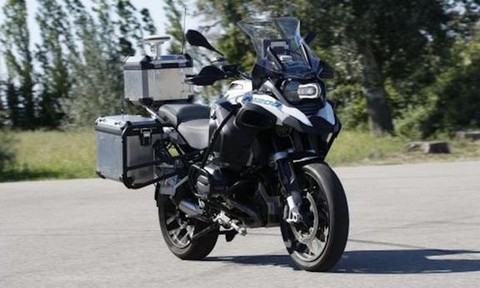 BMW giới thiệu siêu mô tô tự lái, tự dừng