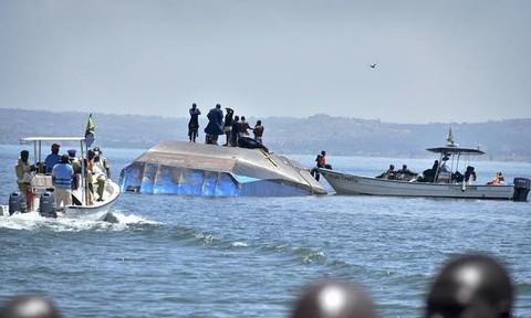 Phà chìm hai ngày, thợ lặn vẫn tìm thấy người sống