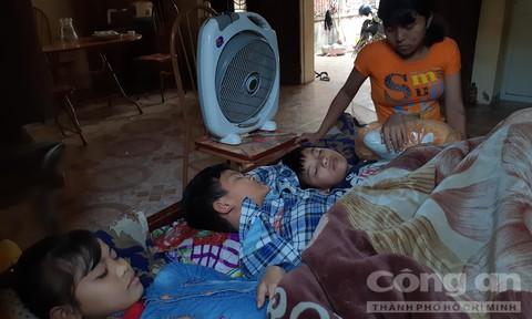 Cha mẹ lần lượt qua đời, bốn chị em côi cút nuôi nhau