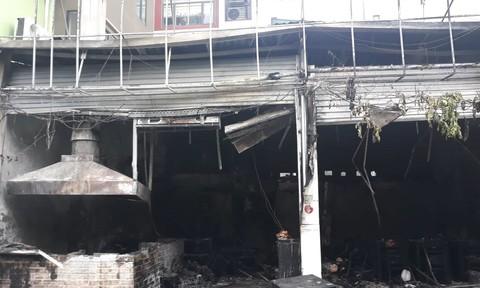 Cháy lớn tại quán cháo ếch Singapore ở Hà Nội