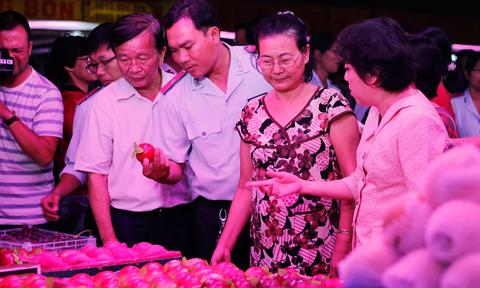 Hầu hết trái cây ngoại nhập về chợ đầu mối Thủ Đức là của Trung Quốc